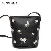 SUNMEJOY 2017 New Arrival Leather Embroidery Bag Floral Flower Daisy Fresh Book Barrel-Shaped Bucket Female Small Crossbody Bags(China)