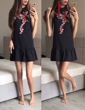 Floral Embroidery Women Summer Dress 2017 Backless Sleeveless Halter Neck Dress Casual Sexy Beach Black Short Mini Dress Vestido