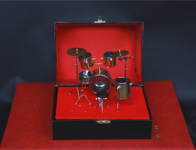 Factory direct Nice things Mini drums himself Child Gift &amp; case<br>