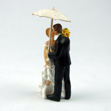 Creative Romantic Rainy Day Wedding Marriage Polyresin Figurine Wedding Cake Toppers Resin Decor Lover Gift(China)