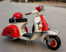 Red Helmet Classic Motorcycle Model 100% Handmade Old Iron Sheet Model VESPA 1:12 Retro Metal Piaggio Scooter Sheep Motor Kid