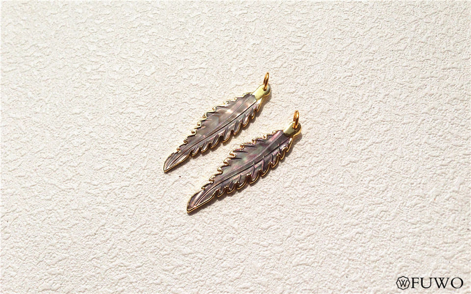 Tiny Carve Feather Shell Pendant 11