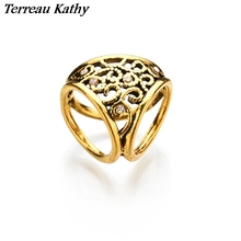 Terreau Kathy Vintage Gold Silk Scarf Buckle Love Hollow Flower Brooch Crystal Broches Jewelry Fashion Brooches For Women Bijoux