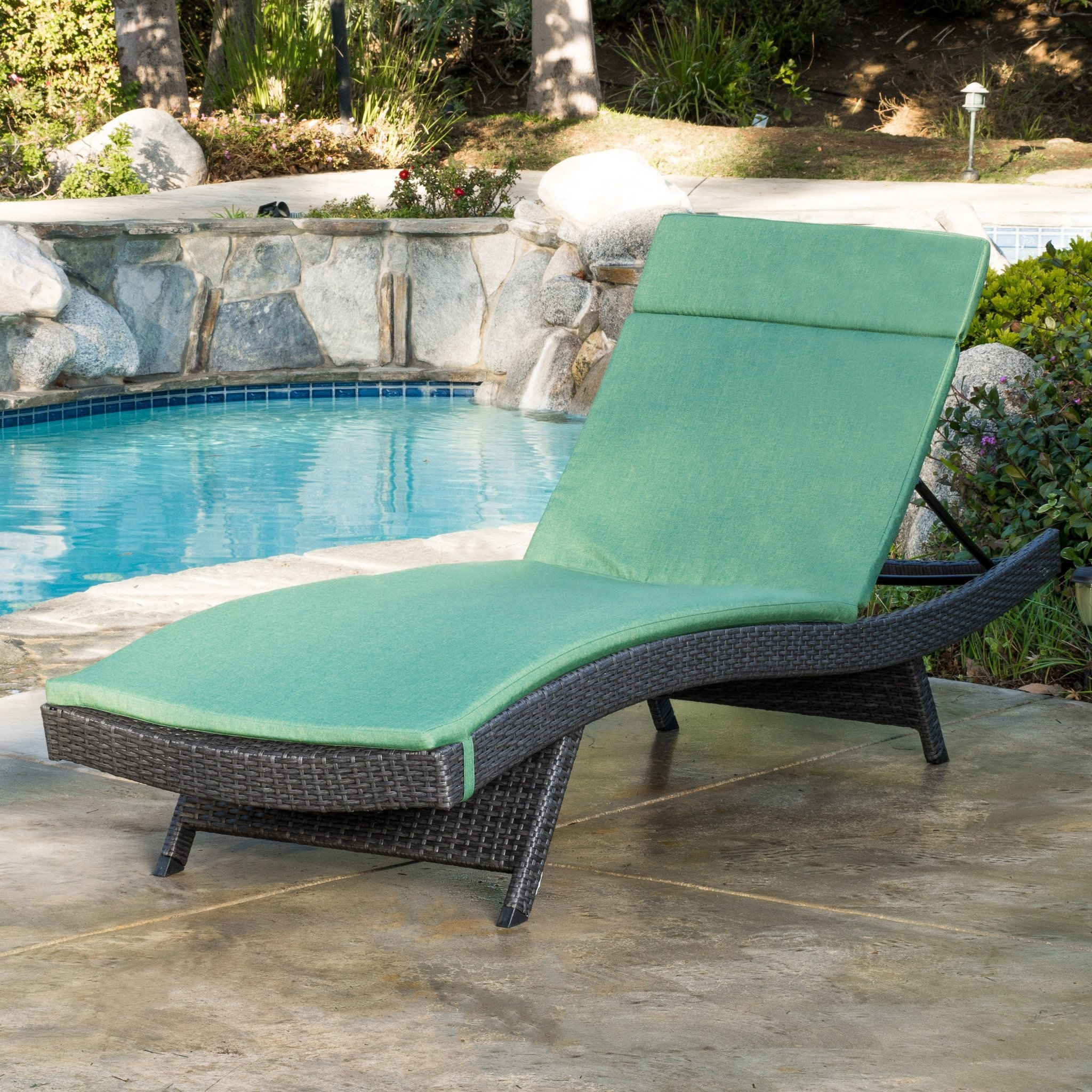 Nassau Outdoor Grey Wicker Adjustable Chaise Lounge with Jungle Green Cushion