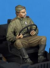 Unpainted Kit 1/35 Soviet crew soldier drive car figure Historical WWII Figure Resin  Kit Free Shipping