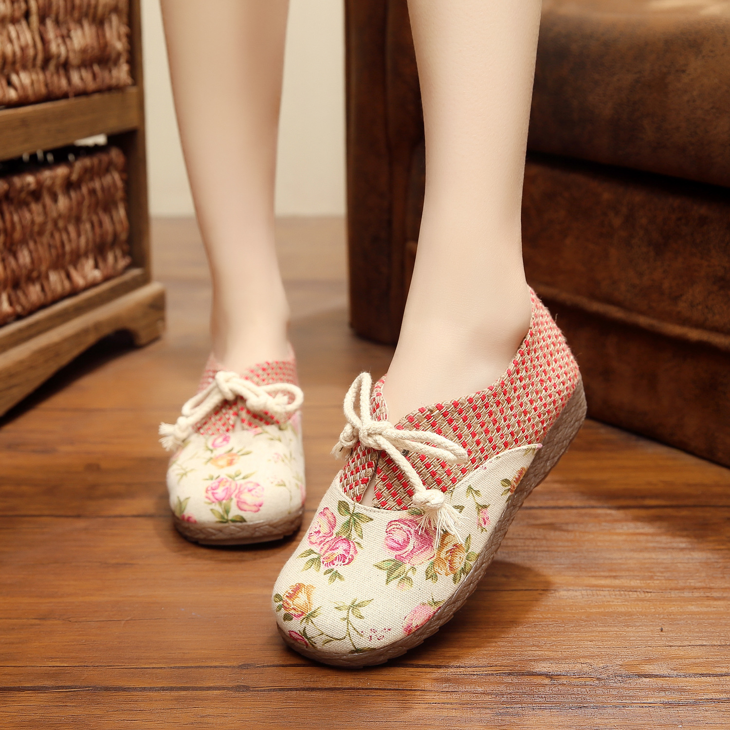2016 New Women Flat Floral shoes design super soft  old Beijing style embroidery casual singles dance shoes 35-40<br><br>Aliexpress