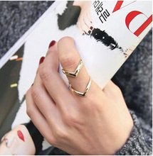 R225 Latest Fashion Classic Double V-Shaped Joint Atmospheric Metal Ring Jewelry Factory Direct