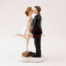 Wedding Favor Marriage Groom Bride Standing box kiss Romantic Couple Figurine European Style Wedding Cake Toppers Wedding Decor