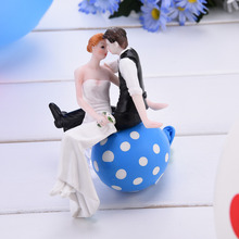 Hottest!! Cute  Bride & Groom Wedding Cake Topper Synthetic ResinRomantic Wedding Party Decoration Adorable Figurine Craft Gift