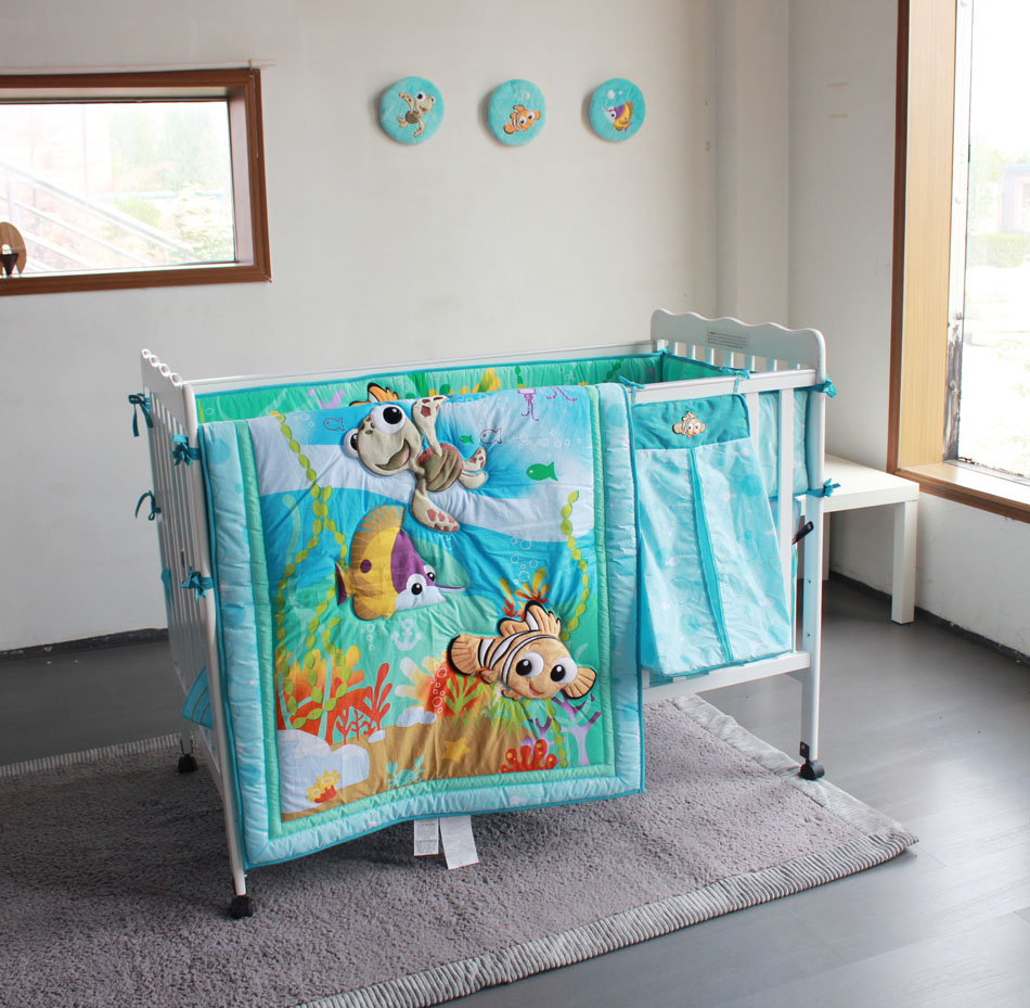8pcs 2018 new design wholesale and OEM service embroidery cartoon pattern baby boy crib bedding set hot sale