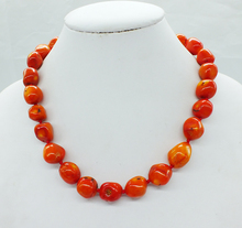 Finally a natural coral necklace. Classic !  HAVE flaws
