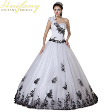 2017 One Shoulder Handmade Flower Black White Wedding Dresses Floor Length Lace Appliques Colored Bridal Wedding Gowns(China)