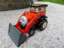 TT03-- Learning Curve Thomas & Friends Metal Diecast Toy Train Car Jack New Loose