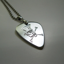 Free shipping American guitarist slash logo (Model No.2) stainless steel handmade pick necklace custom engraving name