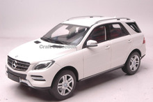 * White 1:18 Classical Car Model Benz M-klasse ML M Class 2011 SUV Diecast Model Car Luxury Gifts Rare Miniature Modell Auto