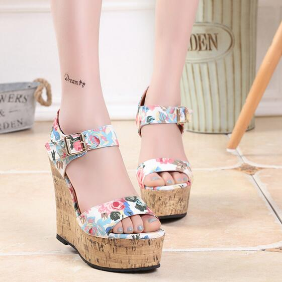 2016 Super High Heel Open Toe Casual Sandals Waterproof Taiwan Sweet A Variegated Butterfly Open The Toe Fashion Sandals <br>