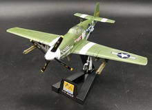 1:72 World War 2 American P51B Fighter Model P-51B 1st Lieutenant Henry Brown Trumpeter 36357 Collection model(China)