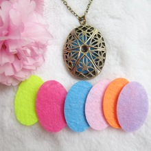 Vintage oval shape oil diffuser fragrance pendant necklace jewelry with 8pcs colorful felt pad