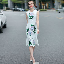 High-quality runway design star wearing spring and summer 2017 new round neck three-dimensional flower fishtail print dress
