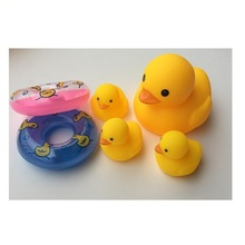 Bath ducks toy swim rings Cute Baby Girl Boy Bathing Classic Toys Rubber Duck with sound life buoy Floating Duck fun baby toy