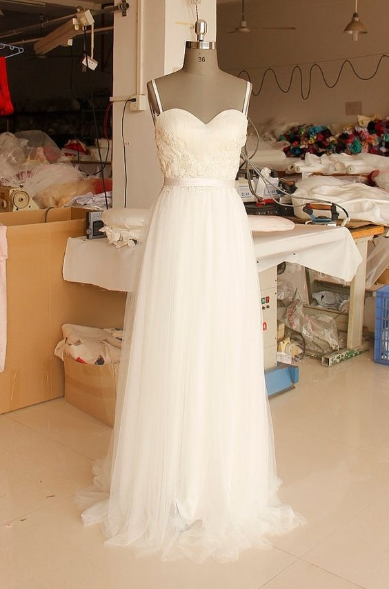 Spaghetti Straps Beach Wedding Dresses Sleeveless Light Weight Bridal Gowns