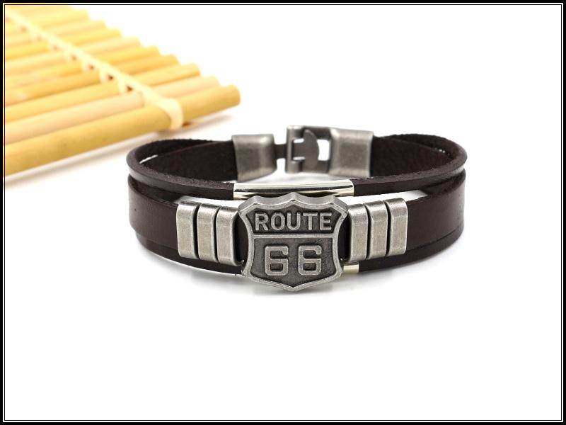 Pulseira em Couro de Motociclista Com Emblema Metálico ROUTE 66