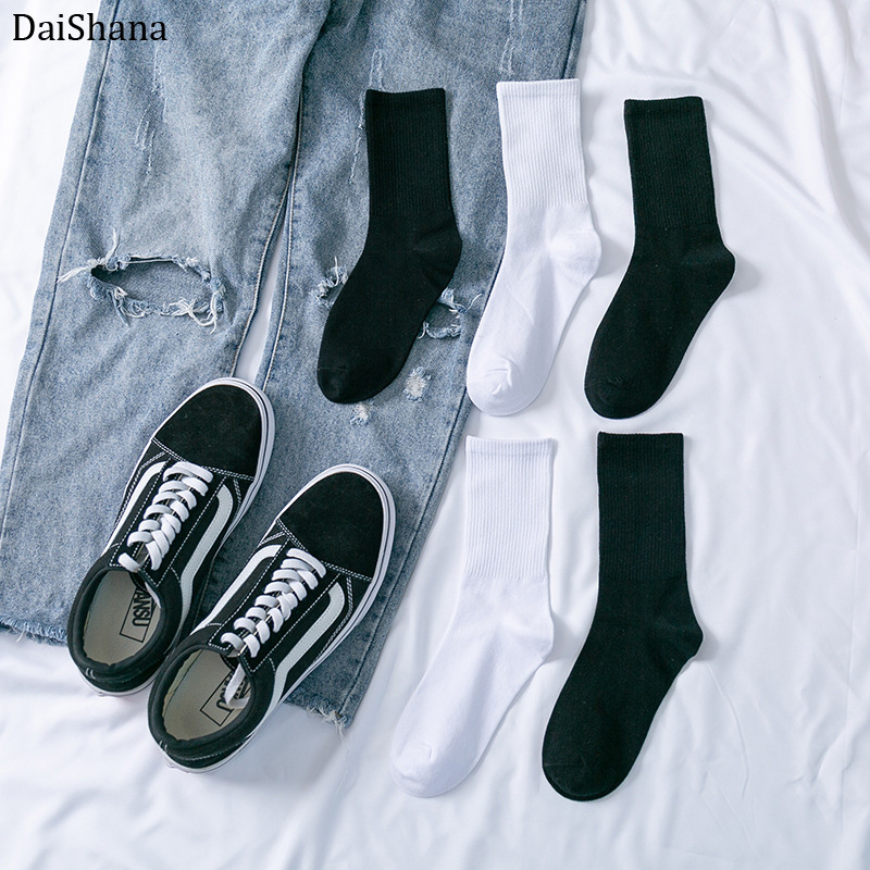 New Soild Colors Cotton Unisex Socks Personality Harajuku Black White Couples Skateboard Knitted Casual Sports Fashion Socks