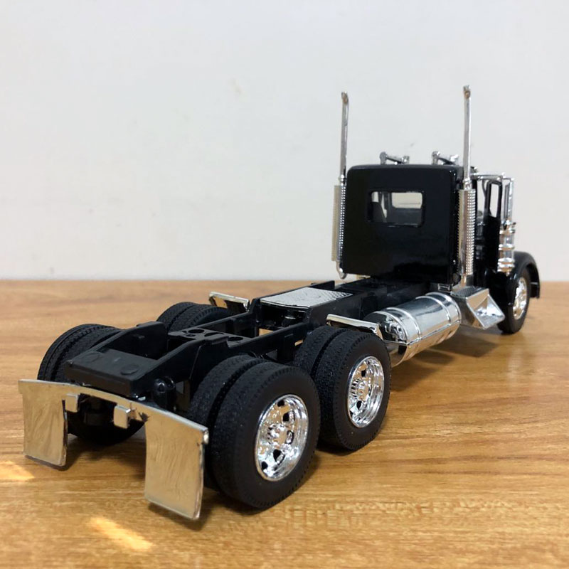 Peterbilt Truck (7)