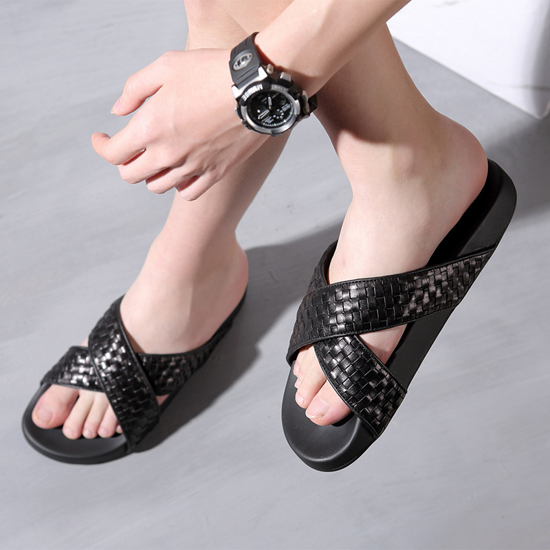 Men Summer Genuine Leather Slippers Beach Sandals Black Designers Flip Flops Men Fashion Woven Slippers Outdoor Non Slip Shoes