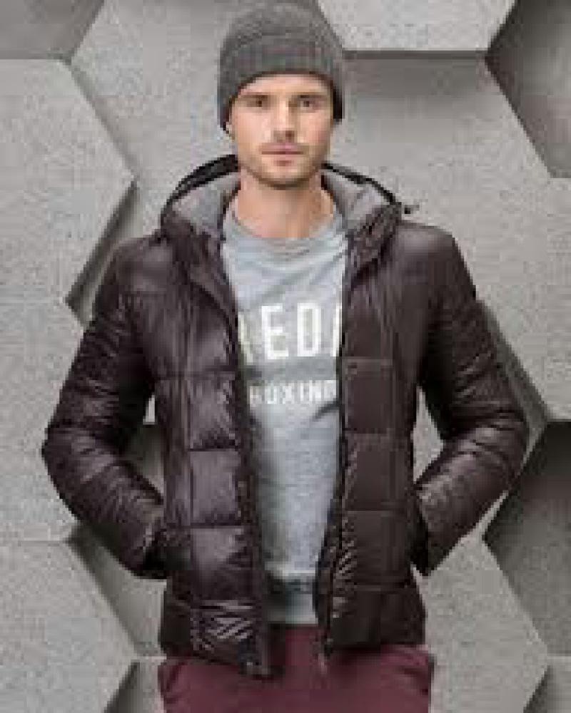 Короткая мужская одежда куртка с хвостами ответы