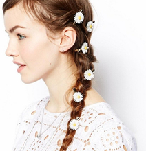 5PCs Women Girls Romantic Small White Daisy Hair Clip Fabric Hair Accessories Gold Hairpins for Hair 2G2002