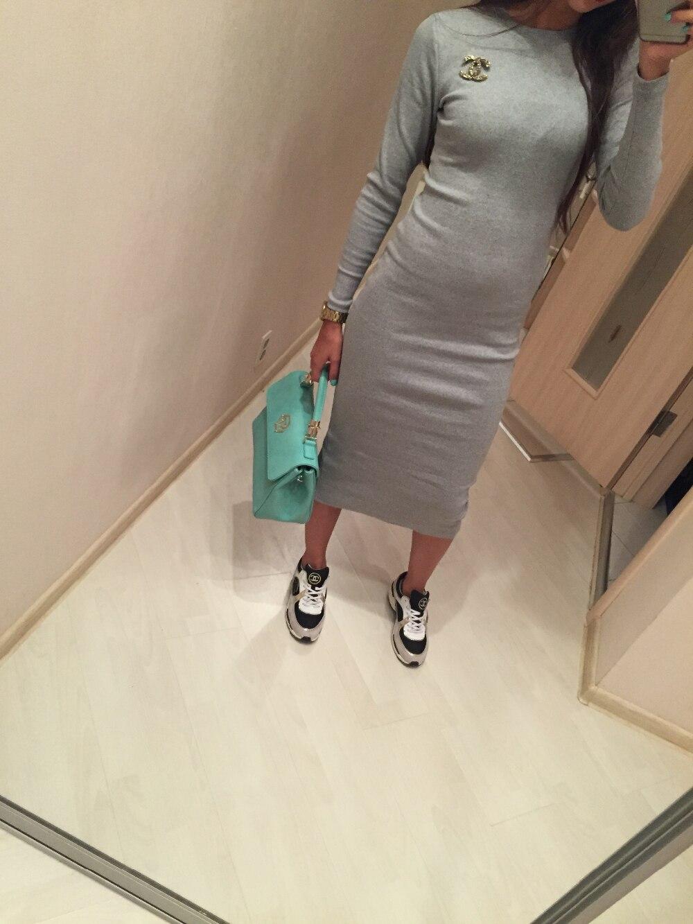 С чем носить трикотажное платье до колен