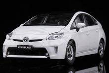 Diecast Car Model Toyota Prius 1:18 (White) + SMALL GIFT!!!!!
