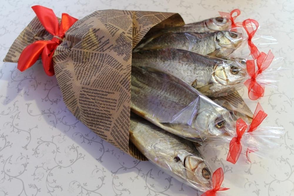 Как сделать букет из сушеной рыбы пошагово 18