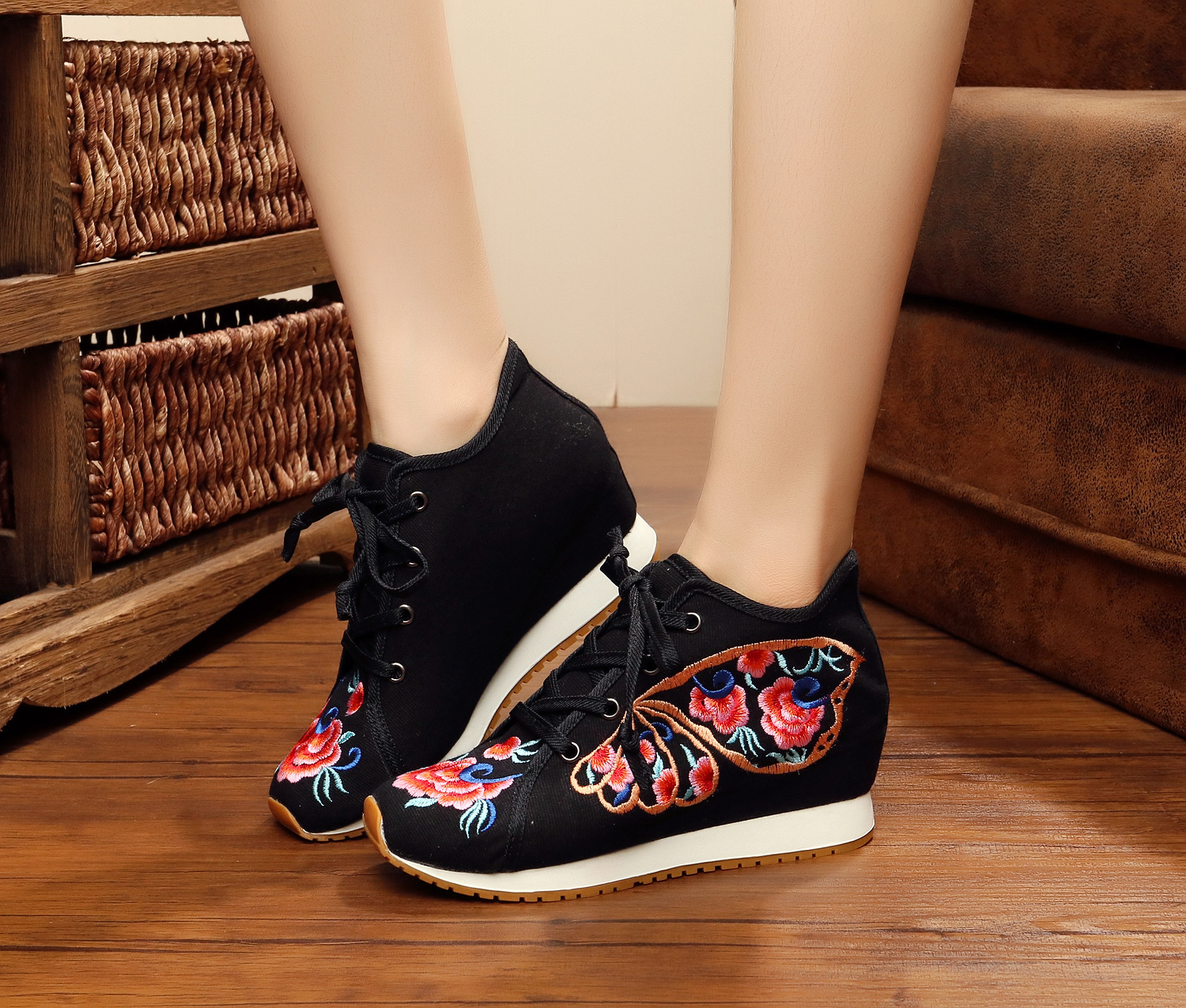 Autumn New Chinese Old BeiJing Embroidery shoes Tourism embroidered Floral shoes single walking dance shoes size 34-41<br><br>Aliexpress
