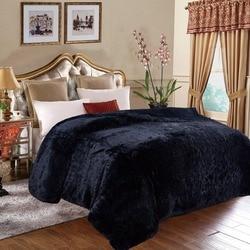 Мягкое однотонное фланелевое покрывало на кровать