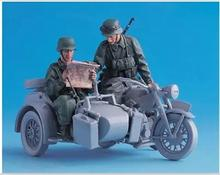 1/35 Resin Figure Model Kit WWII The German driver 2 FIGURES (NO motorcycle NO map) Unassambled Unpainted(China)