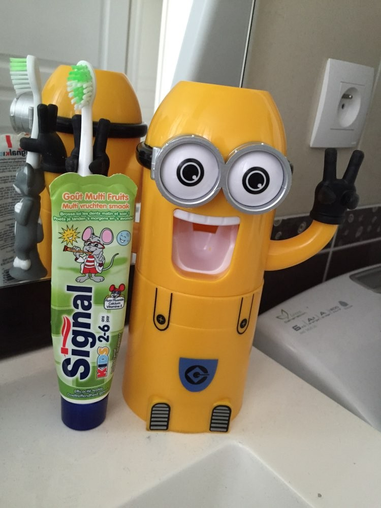 Minion Automatic Toothpaste dispenser + Brush Holder 18