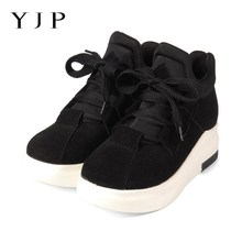 YJP Women Faux Suede Casual Flat Shoes, Black/Wine Red Warm Plush 5cm Wedges Flats, Fall Winter Thick Bottom Leisure Sneakers