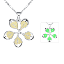 Lureme New Design Silver Jewelry Glow in the Dark Luminous Five Leaves Pendant Necklace for Women (01003880)