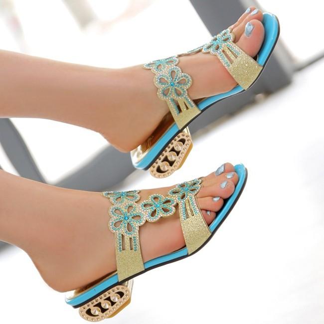 Säravate kivikestega pidulikumad lahtised sandaalid
