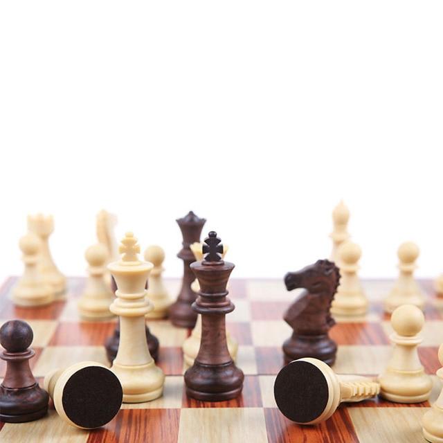 Jeu d'échecs magnétique de 4 tailles avec échiquier pliant en bois, jeu de voyage Portable pour enfants et adultes 4