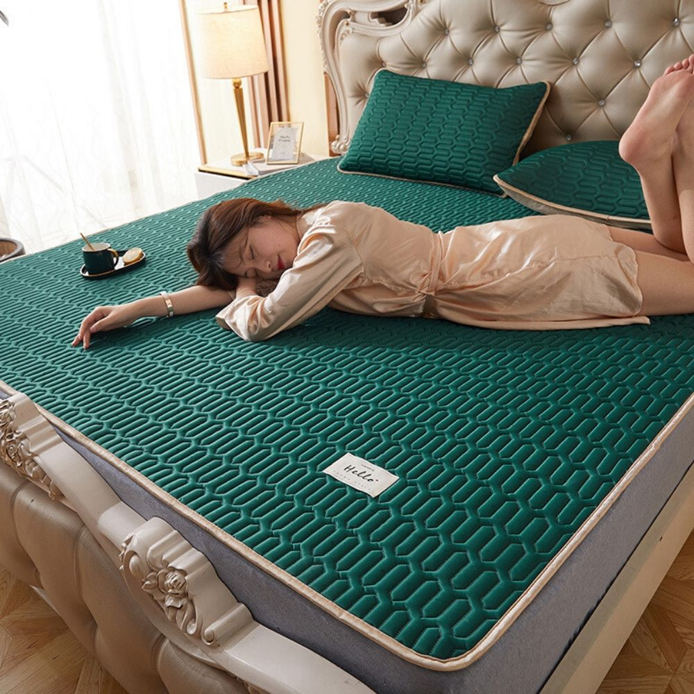 Summer Cooling Bed Mat Ice Silk Latex Mattress Set Foldable Soft Bedding Sets Cool Sleep Pillowcases Full Queen King Protector