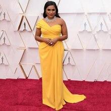 Прямое платье знаменитости oscars желтое длинное на одно плечо