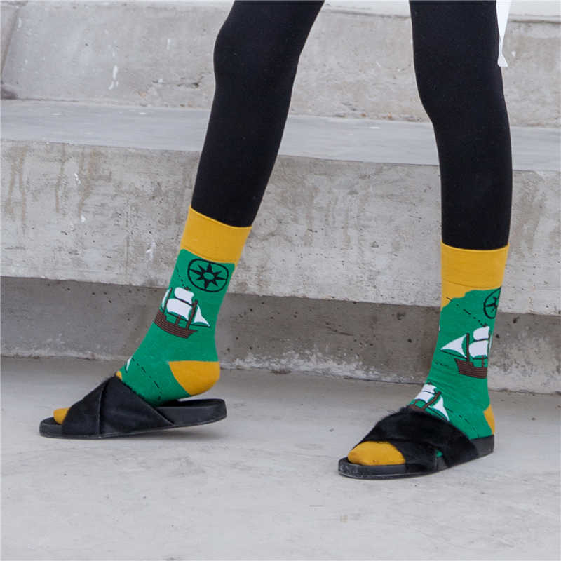 1 ペアの女性の靴下コーマ綿の漫画のビーチ空港船フルーツプレーン幾何ノベルティおかしいユニセックスソックスのカップルの靴下