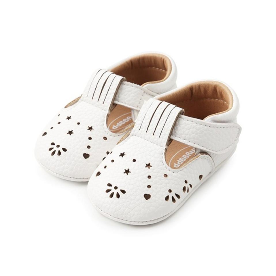 Cute-Newborn-Baby-Girls-Shoes-Bebe-First-Walkers-Princess-Hollow-Star-Shaped-Crib-Flat-Shoes.jpg_640x640 (1)
