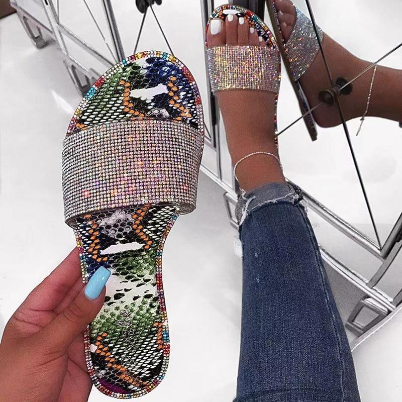 Rhinestone Slippers 2019 New Women Fashion Wild Beach Flip Flop Bright Diamond Flat Bottom Outdoor Wild Sexy Sandals