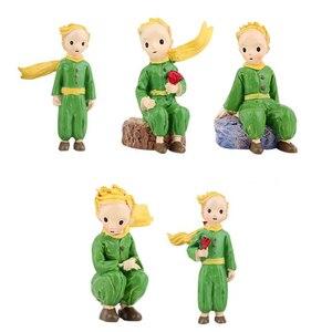 Mini Príncipe Pequena Estátua Do Menino Modelo de Pé Micro Paisagem Ornamento Estatueta de Decoração Para Casa Resina Decoração Modelo de Brinquedos Em Miniatura