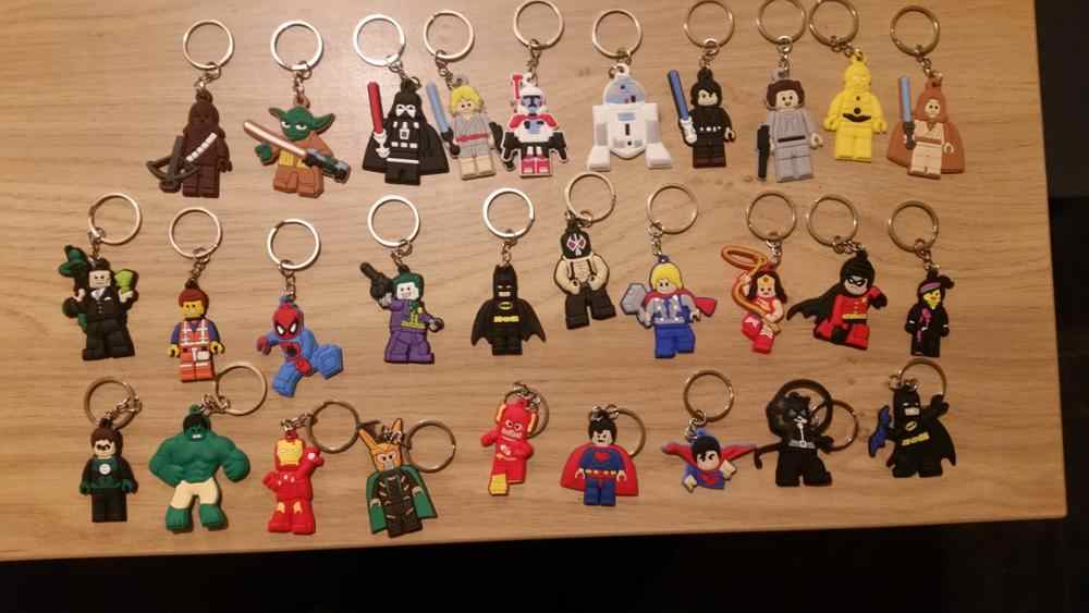 100pcs Superheroes PVC Keychains Key Ring Star Wars พวงกุญแจ Cool เครื่องประดับสำหรับ Boys Batman Chaveiro เด็กของขวัญปาร์ตี้โปรดปราน