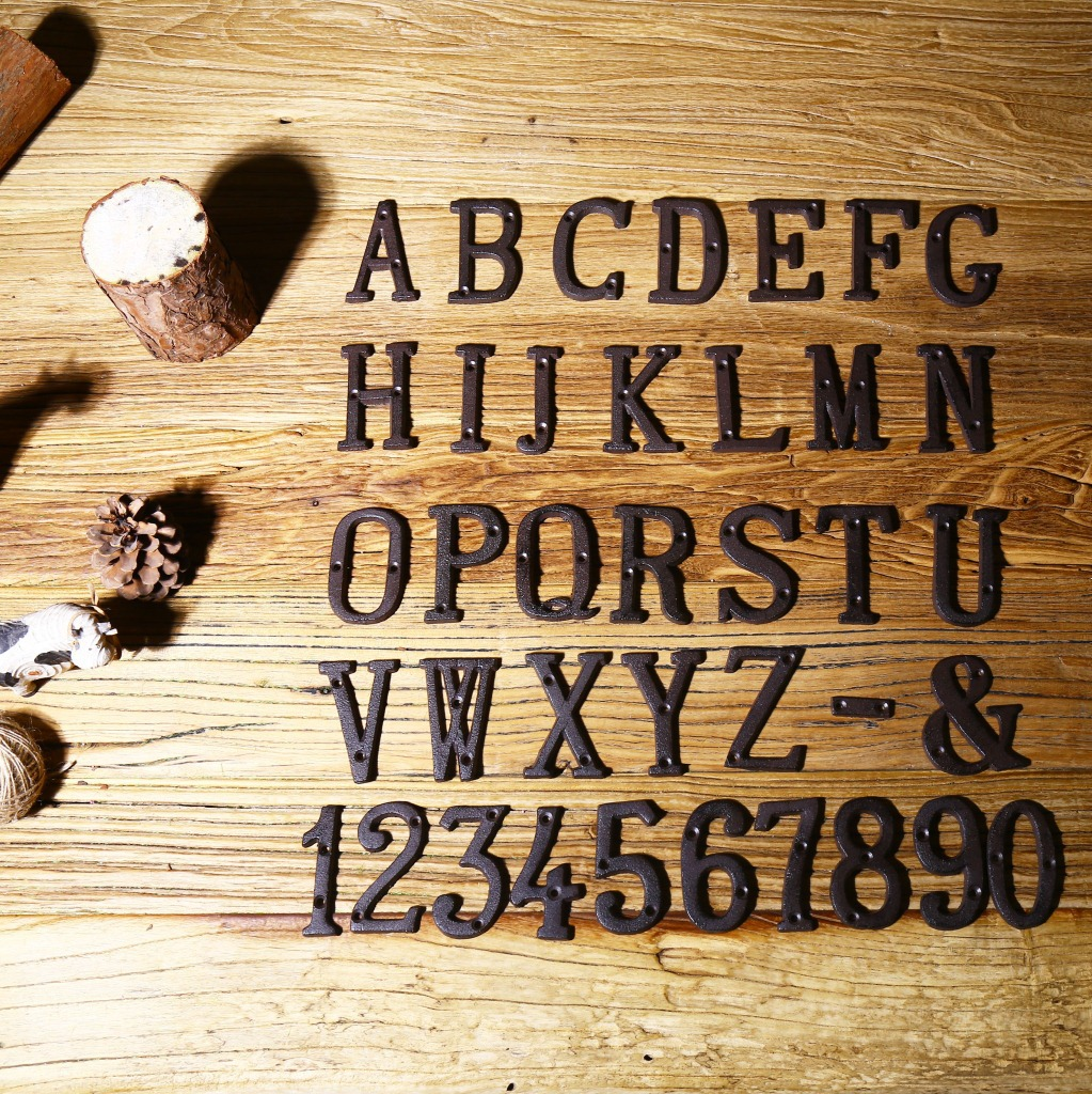Números de letras de Metal decoración de hierro fundido Placa de puerta de la casa DIY cafetería pared QJS tienda Uwin Baguette letras Cz personalizado Colgante para Nombre collares y colgante Bling Cubic Zirconia lleno Iced Out HipHop regalo de joyería